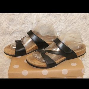 Vionic Pamplona Strappy Leather Slip On Sandals
